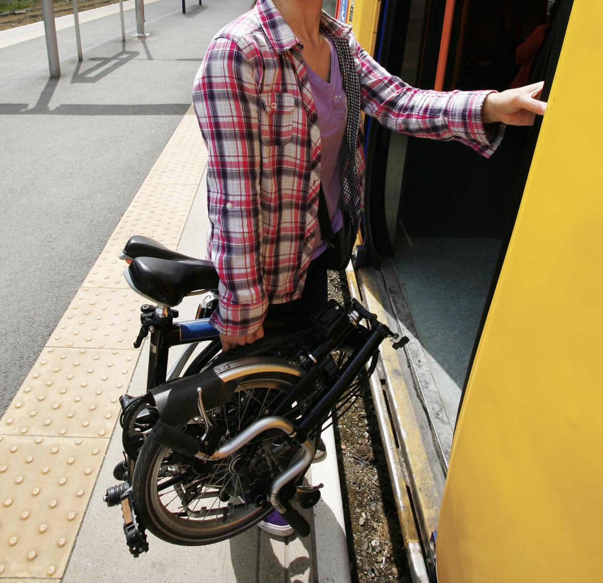 Vélo pliable léger pour le transporter dans les transports en commun