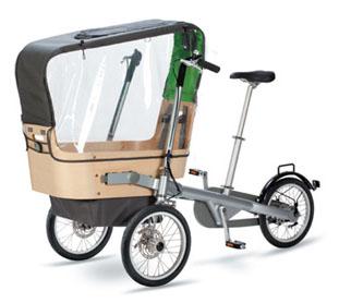 Transport de deux enfant en vélo avec le tricycle poussette
