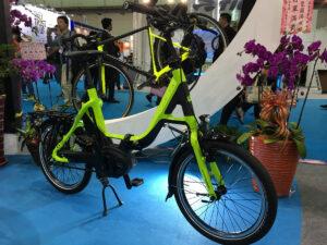 Vélo électrique avec moteur central Bosch et courroie
