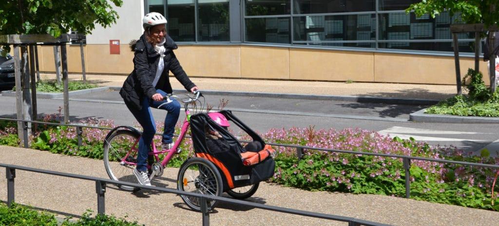 Transportez vos enfants à vélo grâce au triporteur