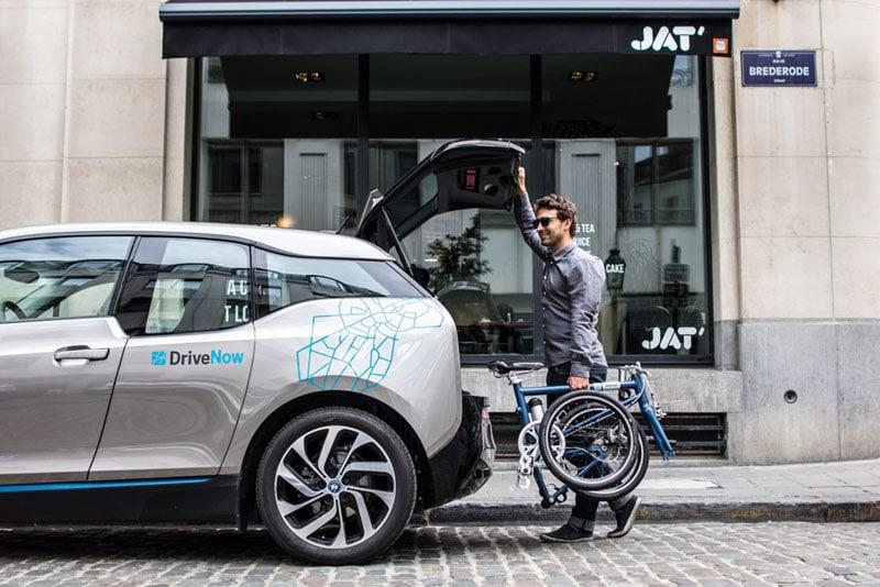 Vélo pliant électrique transportable coffre
