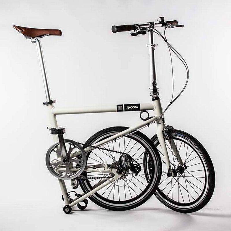 vélo pliant qui tient plié
