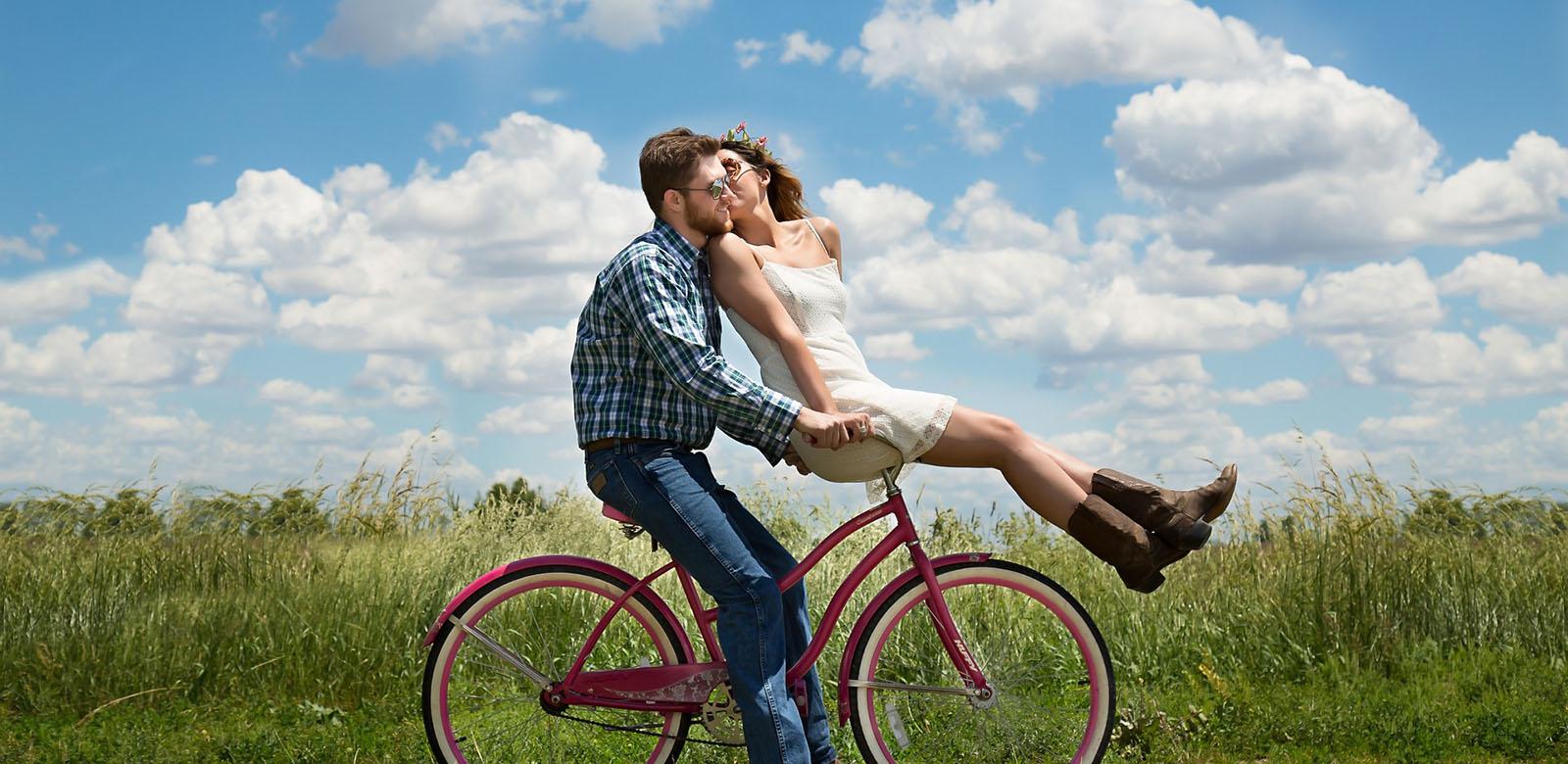 vélo couple paysage